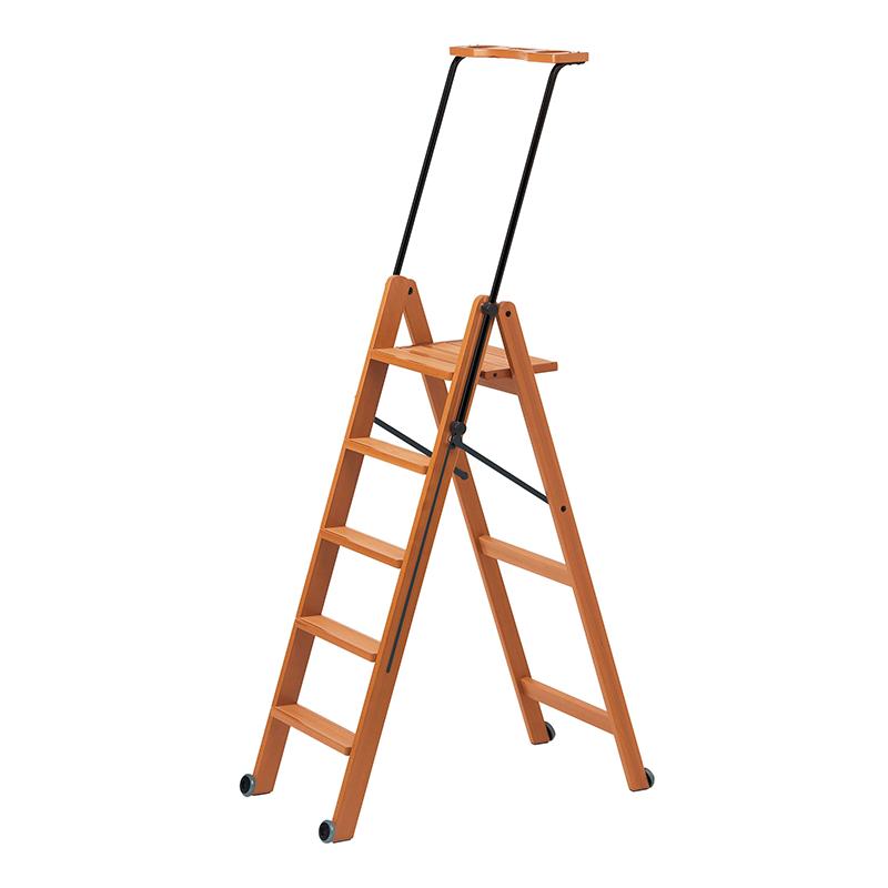 Складная деревянная лестница